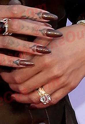According To Mto Drake Rihanna Are Engaged And He Proposed With A